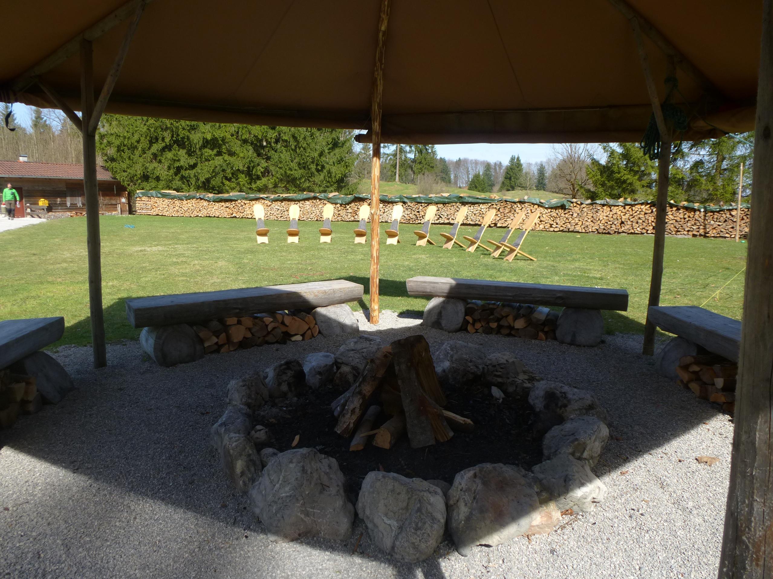 outdoor grill workshop am lagerfeuer. Black Bedroom Furniture Sets. Home Design Ideas